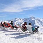 Sonne tanken im Skigebiet.
