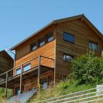 Ferienhaus Cumbel aus Holzelementen.