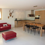 Innenausbau Wohn- und Essbereich mit Küche.