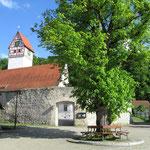 Vorplatz der Kirche