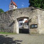Eingangstor zur Kirche