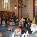 Ausmarsch der Fahnenträger nach dem Gottesdienst in der Dannenberger Kirche...