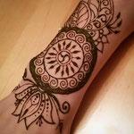 Unterarmmotiv mit Triskele, Lotus und Blättern