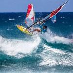 Junko Nagoshi hebt ab. Sie hat im letzten Jahr die AWT auf Maui gewonnen.