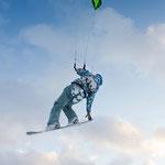 Christine beim Snow-Kiten © Jonas Kaufmann