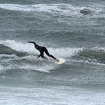 Als Soul-Surferin liebt Steffi das Wellenreiten