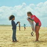 Nikki van Dijk mit einem kleinen Fan