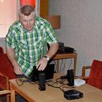 Werner, DK3wm, beim Vorbereiten des Vortrages