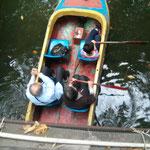 So ein Boot haben wir uns gemietet :)