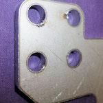 SPHC t=6mm ファイバーレーザー加工 (バリ取り前) ドロスがあります。
