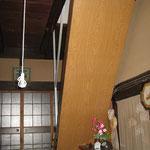 階段裏の板 交換前