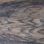 黒柿(柿の木の古木に極稀に見られるモノトーンの杢目)