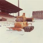 H2 im 1860 München Stadtion zum Schneeräumen 1970
