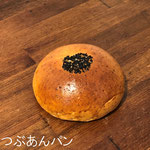 つぶあんパン ¥130+8%:ほどよい甘さのあんで、あきのこない味です。