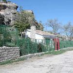 Vistas Cueva y albergue. Foto de Francis Quílez. Año. 2004
