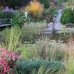 Oktober 2014 die letzten Farbtupfer am Teich