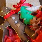 ジンジャーブレッドマンのぬいぐるみ。お子さんへのプレゼントにしたいとの依頼を受けて制作。