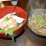お昼は 東尋坊商店街で カニ&マグロ丼 と おそば セット食べました(#^.^#)