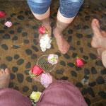 道の駅 メルヘンおやべで バラの足湯で まったり まったり(*^。^*)