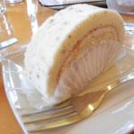 ゆのくにの森 前のパン屋さん&喫茶店で、ちょっと 紅茶のロールケーキと珈琲でティータイムです