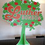 Lutherbaum – ein Baum aus Wabenstrukturkarton