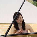 第1部はピアノのソロです。やっぱり一人で舞台に立つのは緊張します・・・(>_<)!
