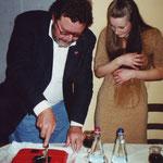 Mario al taglio della diabolika torta insieme ad Ilaria Paci