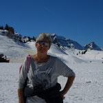 Michèle genießt den Nachmittag am Hochtannbergpaß, Skifahren, Winterwandern, Schneeschuhlaufen, Langlaufen, Bregenzerwald