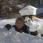 nach dem Skikurs wird noch eine Schneehöhle gegraben, Wintersport, Schoppernau, Bregenzerwald, Haus Stelzhammer