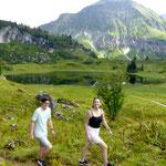 Luka und Sophia am Körbersee, Sommerurlaub in Vorarlberg, Bregenzerwald, Ferienwohnung