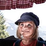Mädchen in der Bergbahn