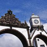 Oude stadspoorten + hoofdkerk Ponta Delgad
