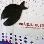 INFANCIA Y GUERRA. Diseño y realización de mural de acceso a la exposición.