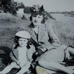 Jacques Henric et sa mère.