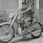 Jacques Henric à moto