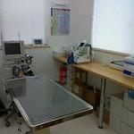 手術室です。モニターなどを使い麻酔の管理を行います。