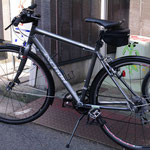 Kくんのクロスバイク。ガンメタもけっこういいですね~。