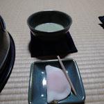 お抹茶とそれはそれはきれいな和菓子を頂きました 安来ではお抹茶を楽しまれる方がほんとうに多いと聞きます