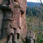 山門入口に立つ番人!? 首がないお地蔵さまは廃仏毀釈運動の痛々しい歴史の足跡