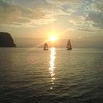 サムライくんの去年のヨット合宿、朝練習風景。絶景! OPがサムライくんです。