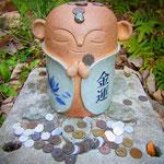 温泉津の温泉街から山ひとつ越えたところにある「やきものの郷」 陶器のお地蔵さまがお出迎えです