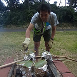 店長さん 火の番をがんばります ~竹 DE 炊き込みごはん~