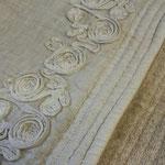 Badteppich mit Bordürenapplikation von Arte Pura