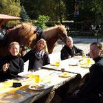 Mittagsrast in der Köhlerei Stemberghaus.