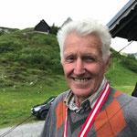 Preis: Siegermedaille, Wanderpokal und €100-Gutschein