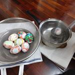 子どもたちがイースターエッグ作りをしました