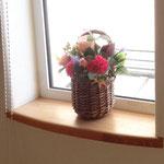 窓には素敵なお花が飾られていました