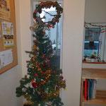 子どもたちが飾ったクリスマスツリー