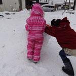 あっという間に大きな雪玉になりました!