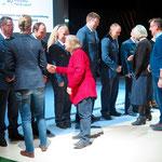 6. Dezember: Mit einer kleinen Feierstunde in der Veranstaltungshalle des Zirkus Cabuwazi ehren Bezirksamt und Bezirksverordnetenversammlung 27 Einzelpersonen und zwei Gruppen, die sich seit vielen Jahren ehrenamtlich in Marzahn-Hellersdorf engagieren.